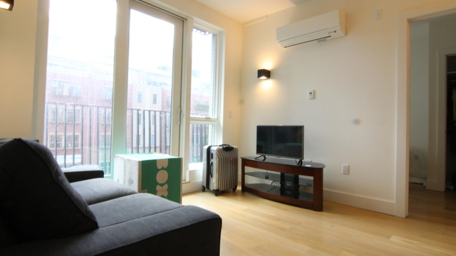 2 Bedrooms, Williamsburg Rental in NYC for $3,695 - Photo 1