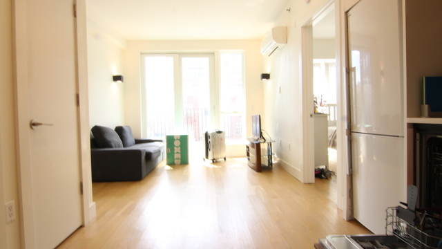 2 Bedrooms, Williamsburg Rental in NYC for $3,695 - Photo 2