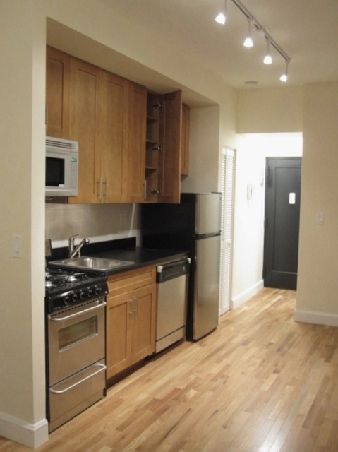 3 Bedrooms, Yorkville Rental in NYC for $3,195 - Photo 1