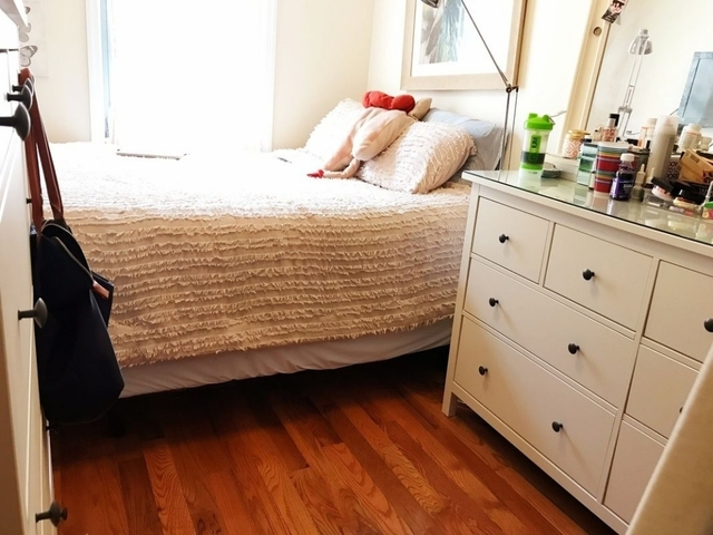 4 Bedrooms, Astoria Rental in NYC for $3,200 - Photo 2