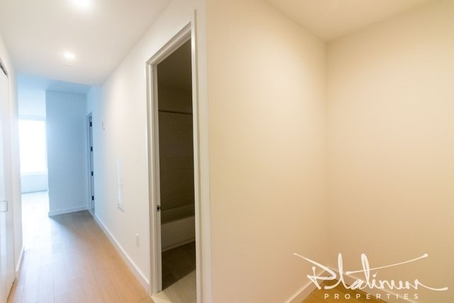 3 Bedrooms, Financial District Rental in NYC for $7,441 - Photo 2
