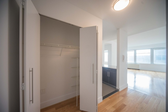 2 Bedrooms, Financial District Rental in NYC for $5,650 - Photo 2