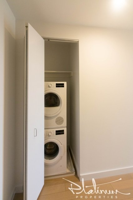 2 Bedrooms, Financial District Rental in NYC for $5,233 - Photo 2