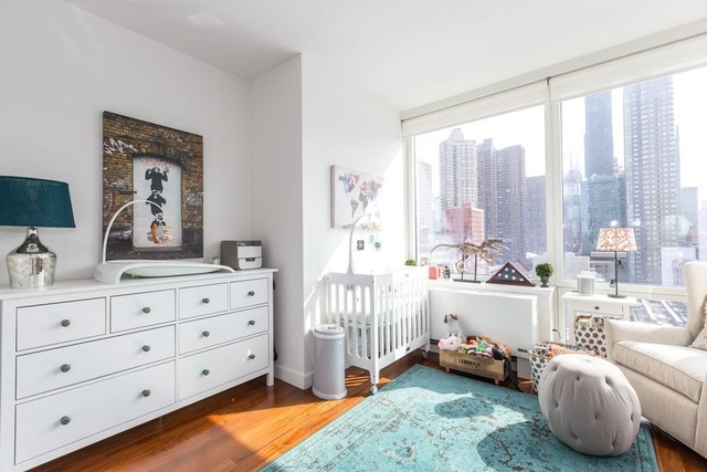 2 Bedrooms, Hell's Kitchen Rental in NYC for $4,975 - Photo 2