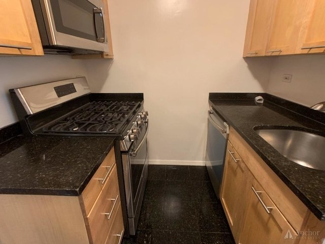 2 Bedrooms, Yorkville Rental in NYC for $5,975 - Photo 2