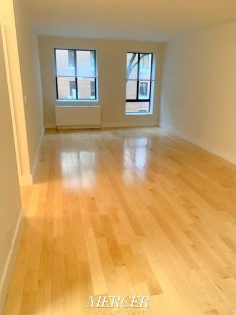2 Bedrooms, Hell's Kitchen Rental in NYC for $5,000 - Photo 2