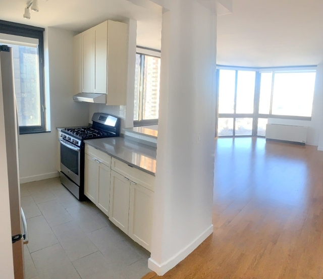 2 Bedrooms, Hell's Kitchen Rental in NYC for $5,100 - Photo 1