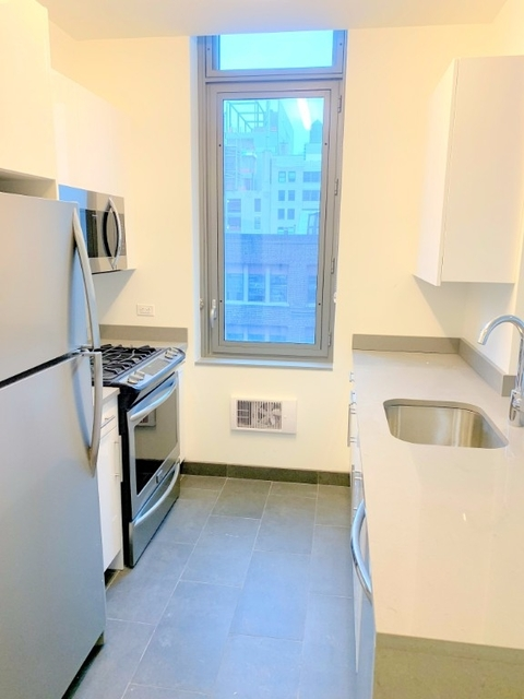 Studio, Hell's Kitchen Rental in NYC for $3,360 - Photo 2