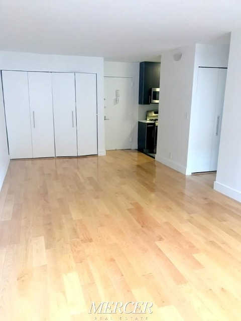 1 Bedroom, Hell's Kitchen Rental in NYC for $3,395 - Photo 2