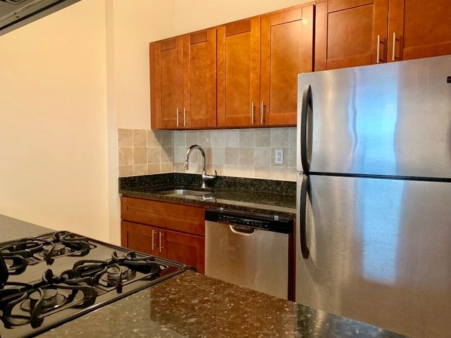 2 Bedrooms, Hell's Kitchen Rental in NYC for $3,800 - Photo 2