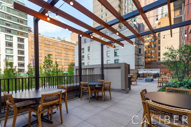 3 Bedrooms, Hell's Kitchen Rental in NYC for $5,440 - Photo 1