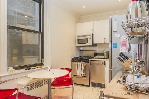 1 Bedroom, Sutton Place Rental in NYC for $2,907 - Photo 2