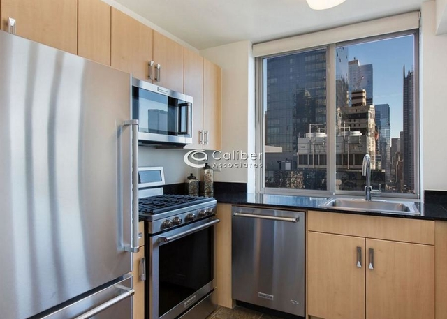 2 Bedrooms, Hell's Kitchen Rental in NYC for $4,581 - Photo 2