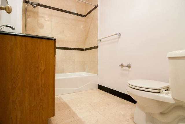 Studio, Theater District Rental in NYC for $3,250 - Photo 2