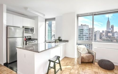 1 Bedroom, Hell's Kitchen Rental in NYC for $3,594 - Photo 2