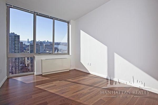 2 Bedrooms, Hell's Kitchen Rental in NYC for $5,522 - Photo 2