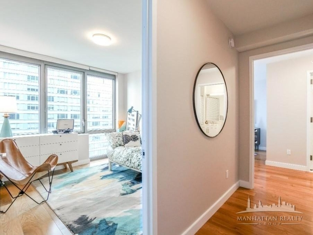3 Bedrooms, Hell's Kitchen Rental in NYC for $5,245 - Photo 2
