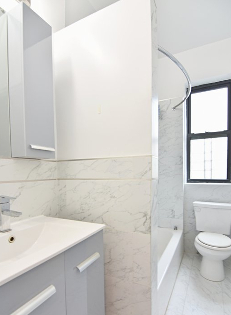 3 Bedrooms, Inwood Rental in NYC for $2,950 - Photo 2