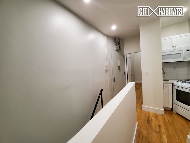 2 Bedrooms, Alphabet City Rental in NYC for $4,200 - Photo 2