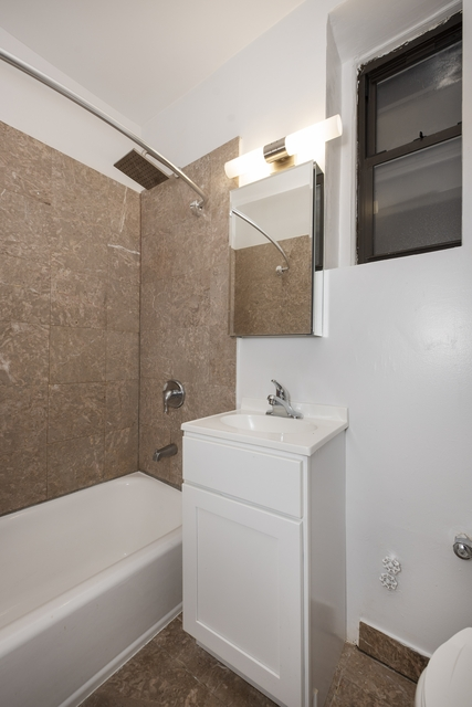 2 Bedrooms, Turtle Bay Rental in NYC for $3,395 - Photo 2