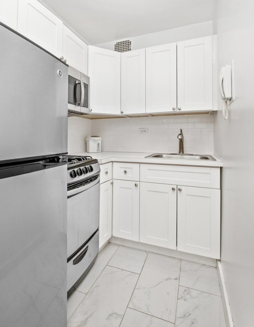 2 Bedrooms, Sutton Place Rental in NYC for $3,500 - Photo 2