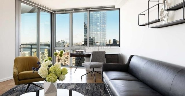 Studio, Hell's Kitchen Rental in NYC for $2,800 - Photo 1