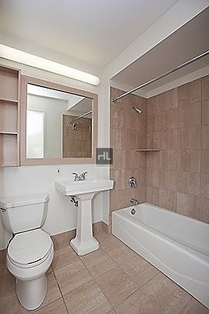 2 Bedrooms, Hell's Kitchen Rental in NYC for $3,529 - Photo 2