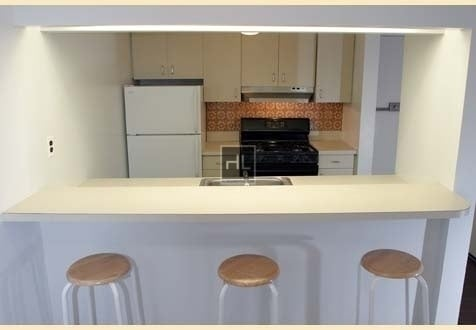 2 Bedrooms, Yorkville Rental in NYC for $3,195 - Photo 1