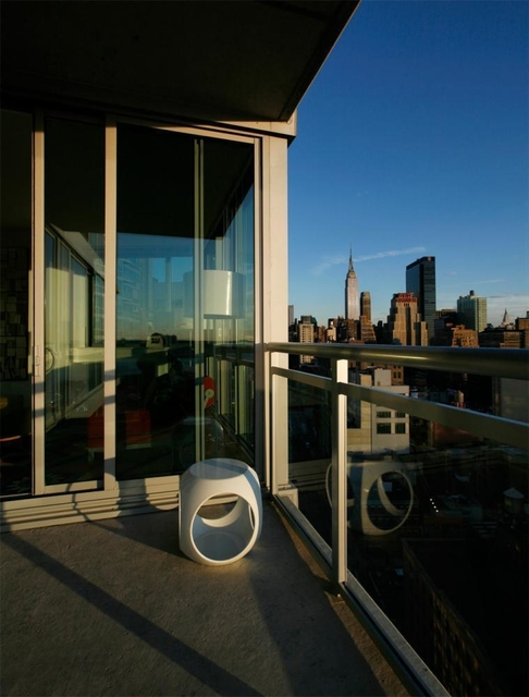 2 Bedrooms, Hell's Kitchen Rental in NYC for $5,628 - Photo 2