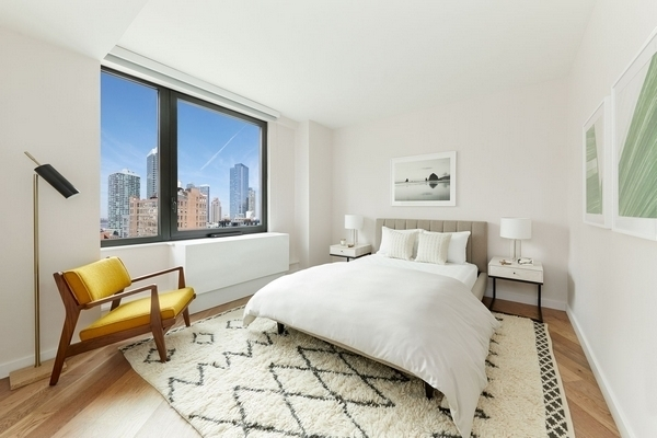 2 Bedrooms, Hell's Kitchen Rental in NYC for $7,404 - Photo 2