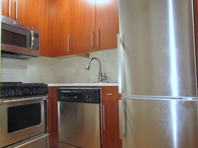 Studio, Lincoln Square Rental in NYC for $2,400 - Photo 2