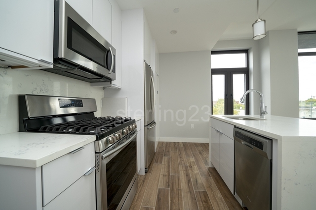 1 Bedroom, Astoria Rental in NYC for $3,100 - Photo 2