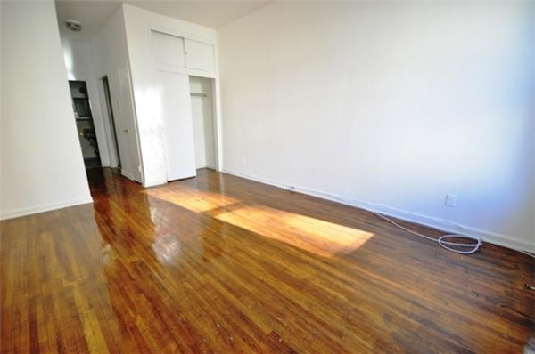Studio, Yorkville Rental in NYC for $1,940 - Photo 2