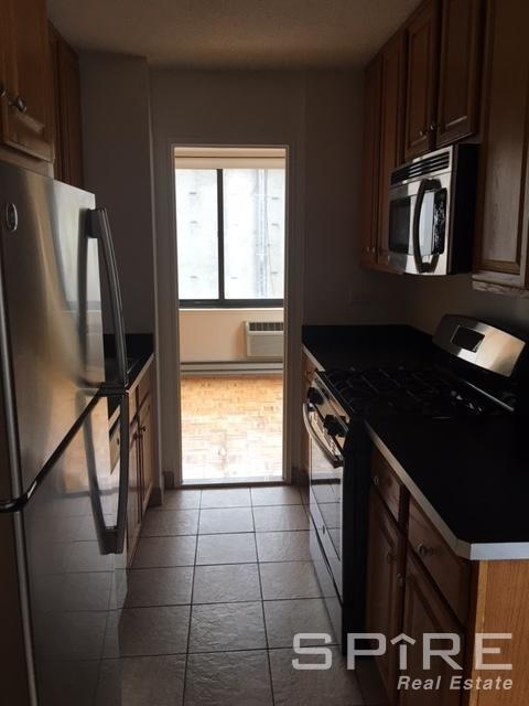 2 Bedrooms, Turtle Bay Rental in NYC for $6,150 - Photo 2