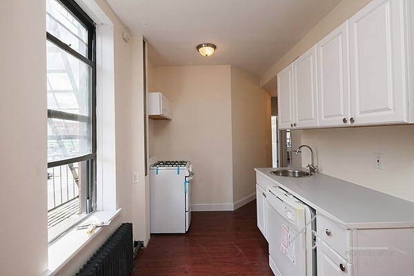3 Bedrooms, North Slope Rental in NYC for $3,850 - Photo 2