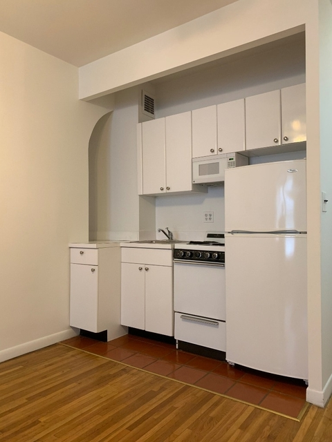 1 Bedroom, Theater District Rental in NYC for $2,395 - Photo 2