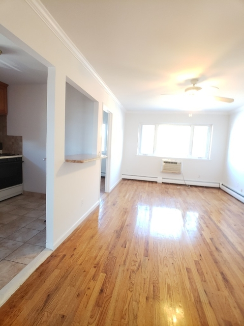3 Bedrooms, Woodside Rental in NYC for $2,600 - Photo 2
