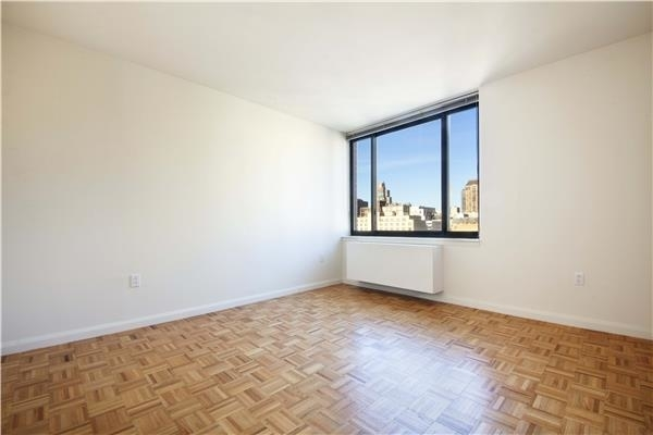 2 Bedrooms, Hell's Kitchen Rental in NYC for $5,880 - Photo 1