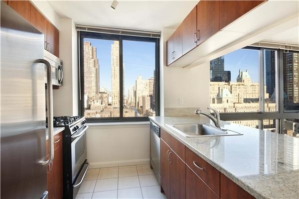 2 Bedrooms, Hell's Kitchen Rental in NYC for $5,880 - Photo 2