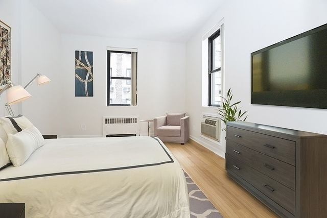 4 Bedrooms, Hell's Kitchen Rental in NYC for $6,300 - Photo 2
