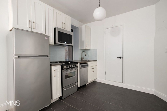 3 Bedrooms, Chelsea Rental in NYC for $5,400 - Photo 2