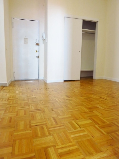 2 Bedrooms, Yorkville Rental in NYC for $2,895 - Photo 2