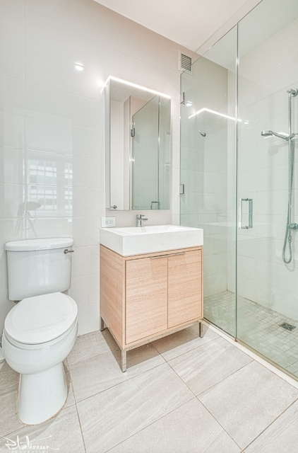 Studio, Financial District Rental in NYC for $2,739 - Photo 2