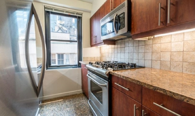 2 Bedrooms, Hell's Kitchen Rental in NYC for $5,391 - Photo 2