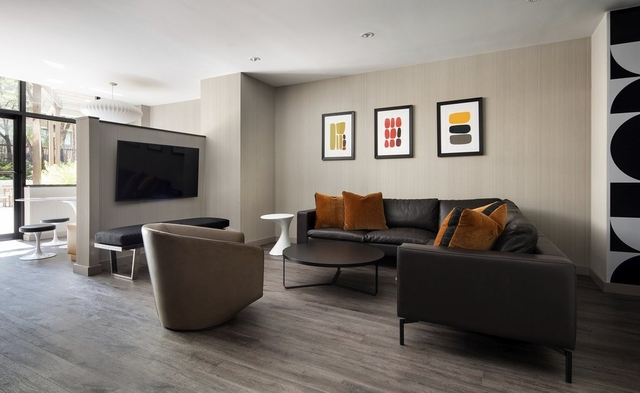 2 Bedrooms, Hell's Kitchen Rental in NYC for $6,265 - Photo 2