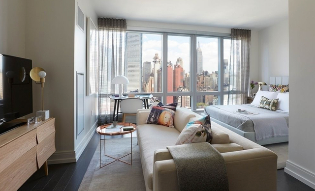 Studio, Hell's Kitchen Rental in NYC for $3,965 - Photo 2