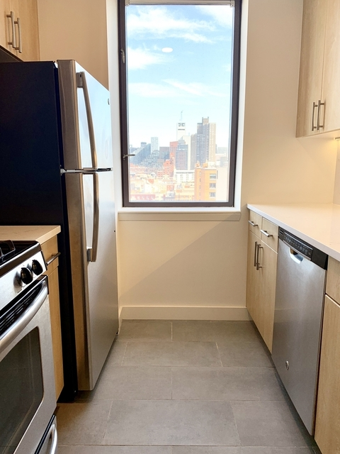2 Bedrooms, Hell's Kitchen Rental in NYC for $4,387 - Photo 2