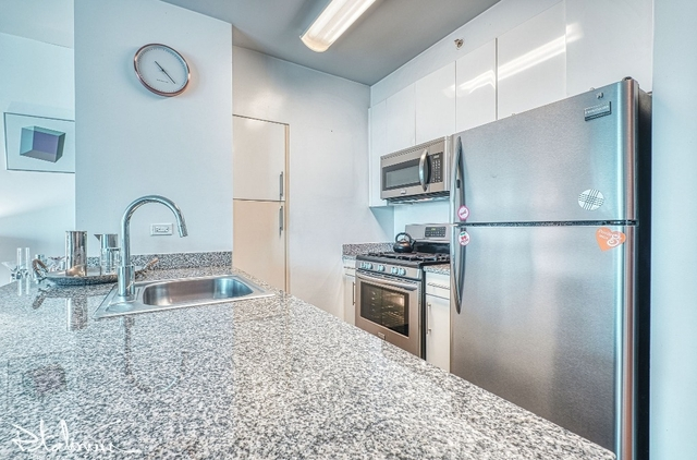 1 Bedroom, Hell's Kitchen Rental in NYC for $3,722 - Photo 2