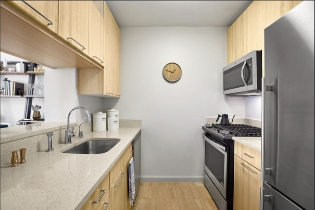 1 Bedroom, Hell's Kitchen Rental in NYC for $3,809 - Photo 2