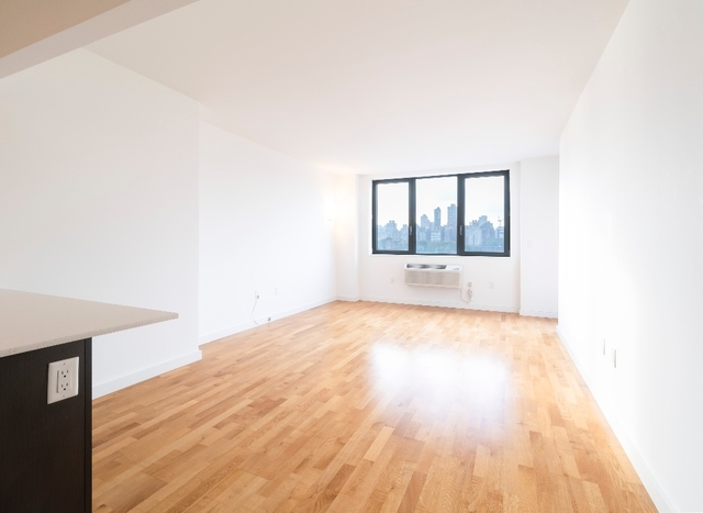 1 Bedroom, Astoria Rental in NYC for $2,850 - Photo 2